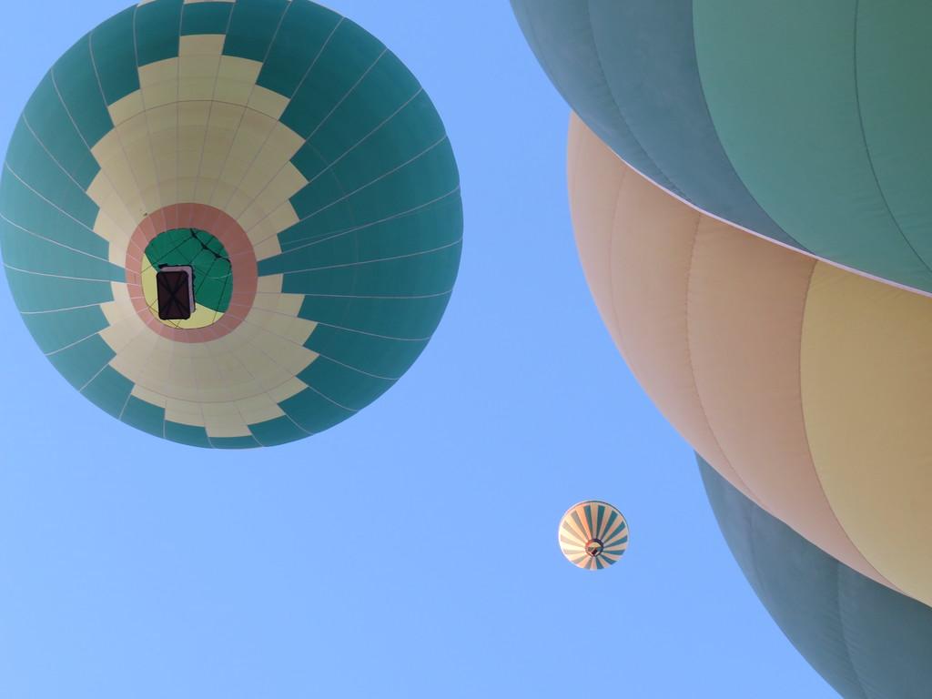 IMAGE: https://ohiohick.smugmug.com/Travel/United-States/US-Southwest/Sedona-2015/Balloon-Flight/i-7v7gWrh/1/XL/Sedona_2015_A%20%28657%29-XL.jpg